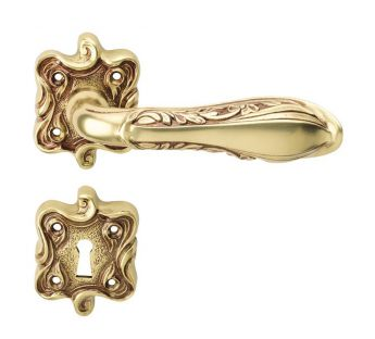 Lever door handle Linea Cali Liberty on a decorative rose 091