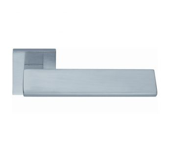 Lever door handle Linea Cali Riflesso on a square rose 019